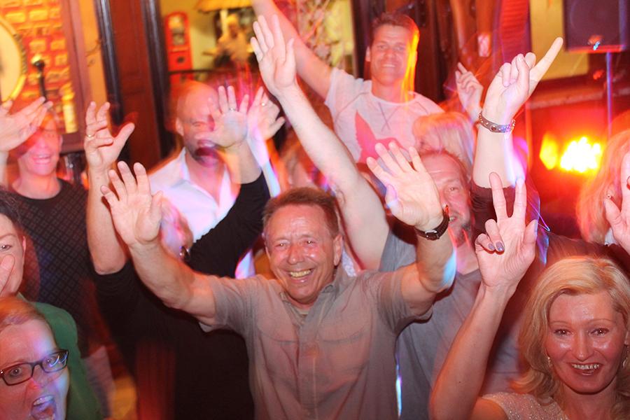 Hände hoch beim feiern im Wangerland
